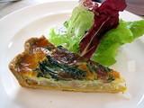 春菊とベーコンのキッシュ 地野菜のサラダ添え